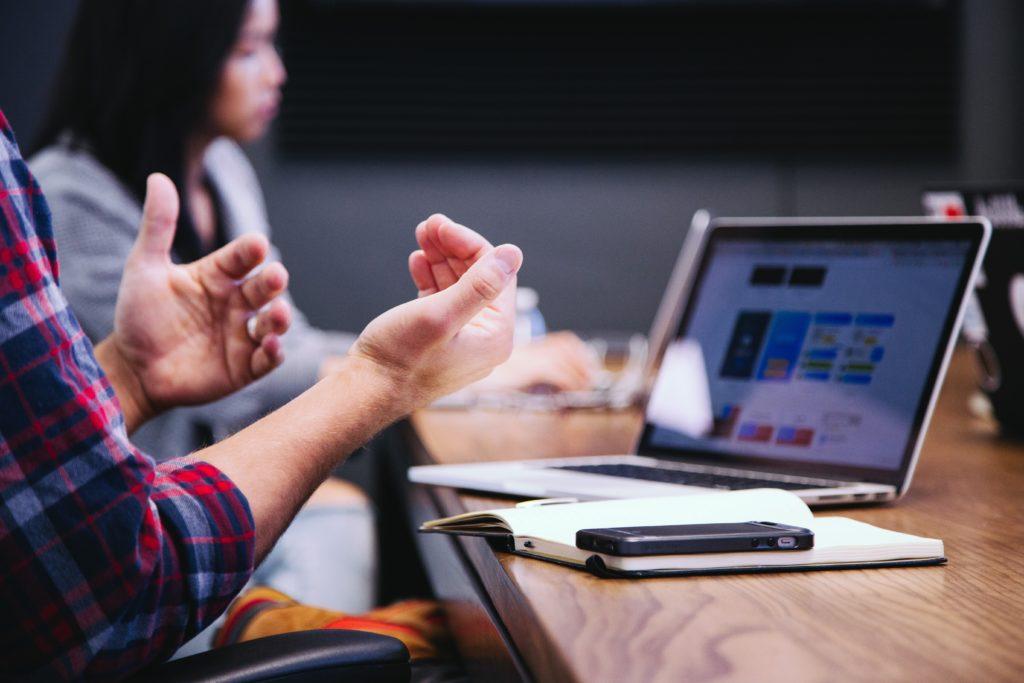 10 expressions françaises pour briller lors de vos réunions